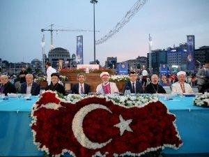 Taksim Meydanı'ndaki iftararuhani liderler katıldı