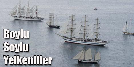 Tarihi yelkenlilerin gösterisi