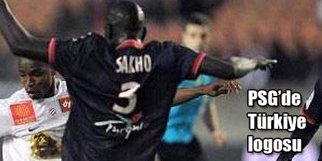 PSG Türkiye logosu ile maçta