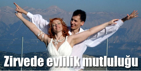 Genç Rus çift, şafakta evlendi