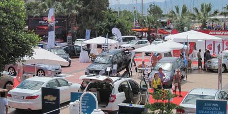 Otomobil tutkunları Turgutreis'te