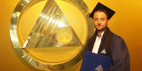 Yeditepe'de mezuniyet sevinci