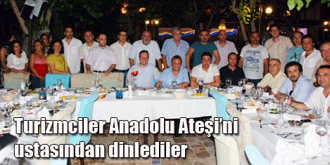 Mustafa Erdoğan, turizmcilerle