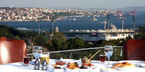 İstanbul Lütfi Kırdar'da iftar keyfi