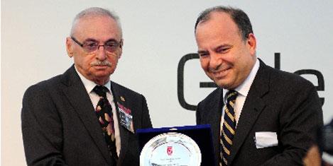 En büyük ödül Sedat Ergin'e