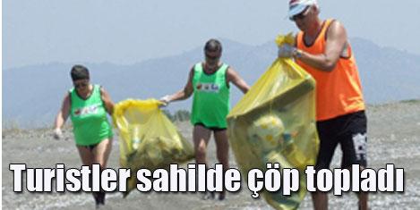 Turistler koyda çöp topladı