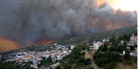 Yunan adası yangınında korku