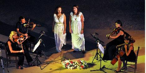 Antik kentte çiplak sesle konser