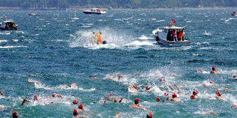 Çanakkale'yi 500 kişi yüzerek geçti