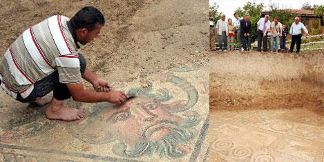 Bahçede Roma mozaiği bulundu