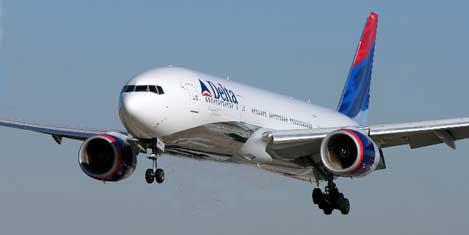 Pilot uçağı tek tekerle indirdi