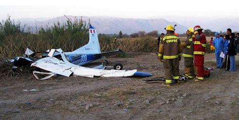 Turist uçağı düştü: 6 ölü
