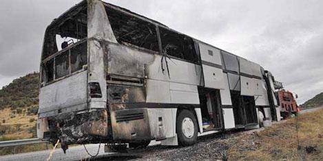 Otobüs yandı, turistler kurtuldu