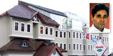 Otel müdürü, çatıdan düştü öldü