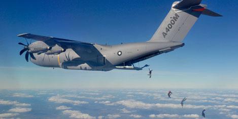 Airbus CEO'su paraşütle atladı