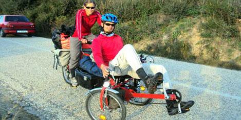 Üç tekerlekli bisikletle devr-i alem