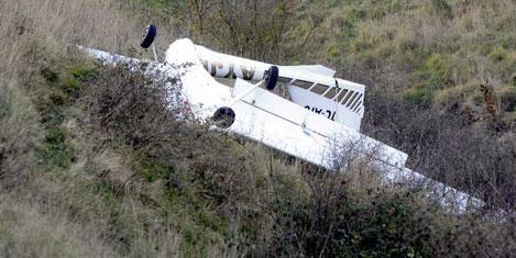 Tarlaya inen uçakta 2 yaralı