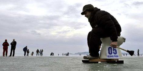 Balaton gölü dondu kayak başladı