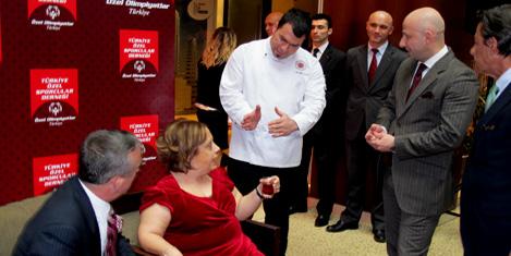 Engelli gençlere aşçılık dersi
