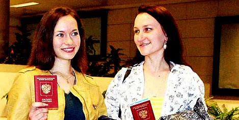 Moskova'dan 'vizesiz' ilk uçak geldi