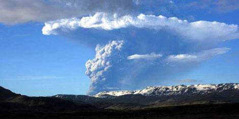 Volkan patladı havalimanı kapandı