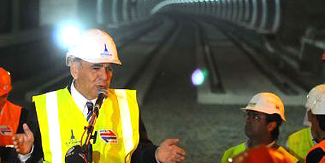 Metro'da raylar döşeniyor