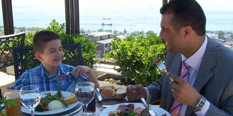 Babalara açık büfe kahvaltı