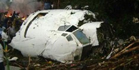 Kongo'da uçak ormana çakıldı
