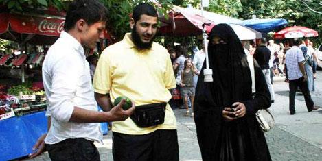 Arap turistler Türkiye'ye döndüler
