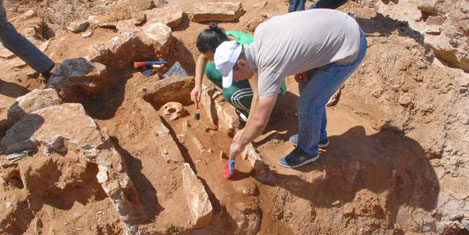 Altyapı kazısında 11 tarihi mezar