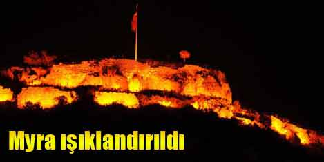 Myra'daki tarihi kale ışıklandırıldı