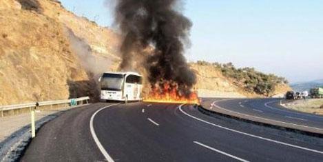 Yanan otobüste 50 yolcu kurtuldu