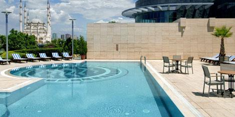 Adana HiltonSA'da yaz keyfi