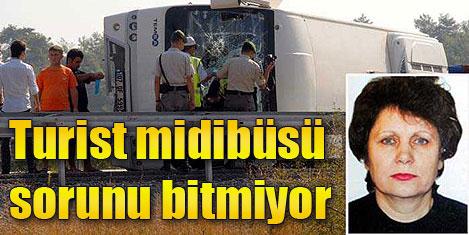 Turist midibüsü devrildi: 1 ölü