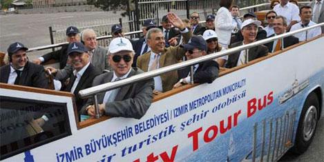 İzmir'de üstü açık tur otobüsleri