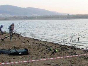 Sandıklı'da sazan balığı yakalama yarışması
