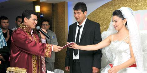 Kepez'e 11.11.2011'de nikah akını