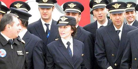 THY'ye biri bayan 90 pilot geldi