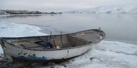 Çıldır Gölü 1,5 ay erken dondu