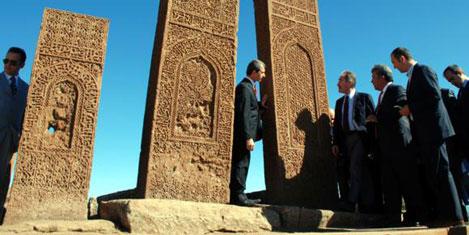 Günay, İslam Mezarlığı'nda