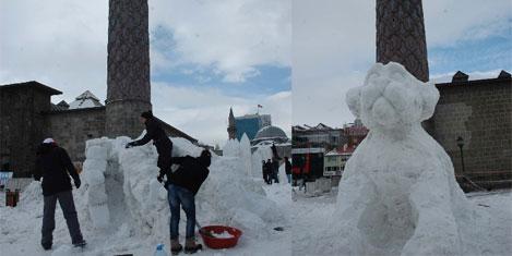 Kar kütlesi sanat eseri oldu