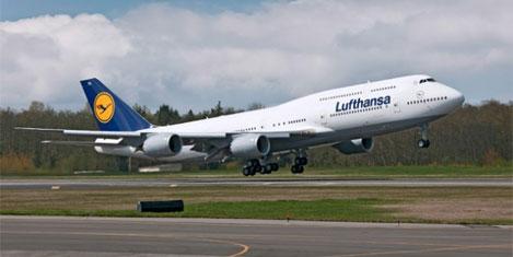 Dünyanın en uzun uçağı uçuyor
