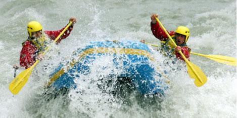 Muş'ta rafting botu devrildi: 5 yaralı
