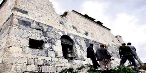Ermeni kilisesi defineci akını