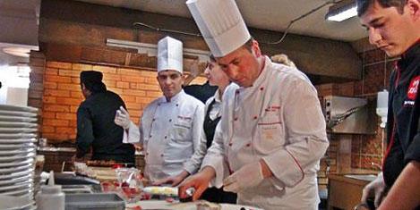 Thy'nin aşçıları Ruslar için pişirdi