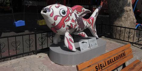 Balık heykeller Şişli'de