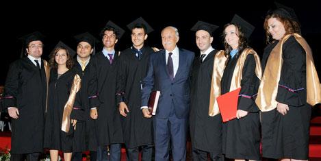 Özyeğin'de mezuniyet sevinci