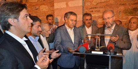 Arap Camii'sinde ilk namaz kılındı