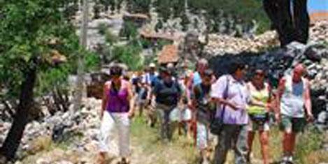 Sarıhacılar köyüne turist akını