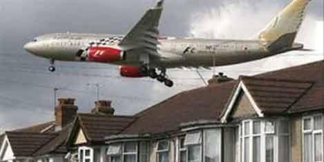 Kaçak yolcu uçaktan düştü